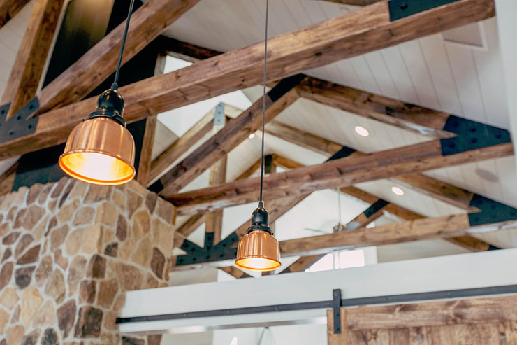 hanglampen-hoog-plafond-balken